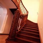 круговая лестница из дерева