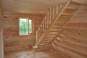пологая лестница на мансарду фото