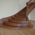 лестница из дерева на выставке