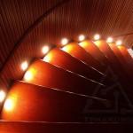 красная винтовая лестница с подсветкой
