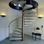 винтовая лестниц в стильном интерьере